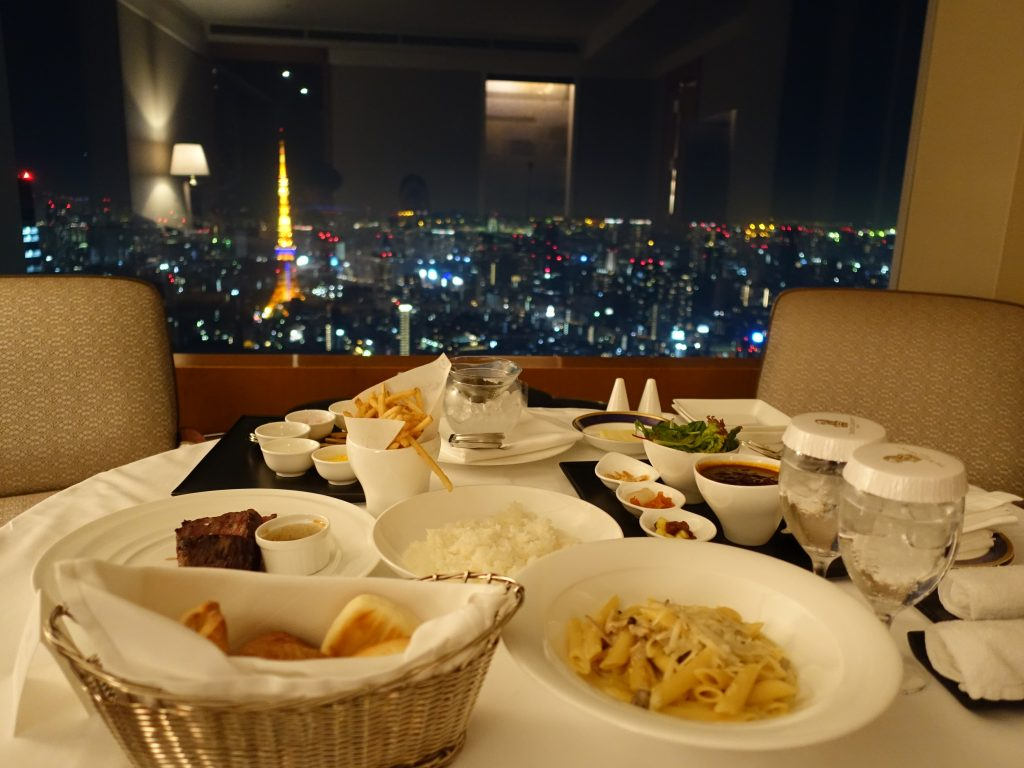 リッツカールトン東京 ルームサービスを堪能する夜